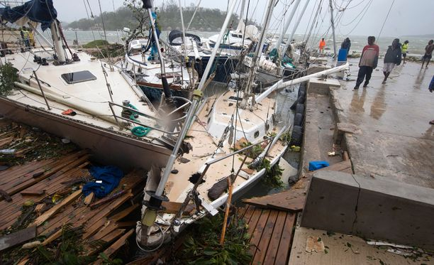 Myrsky on tehnyt isoja tuhoja Port Vilan venesatamassa.