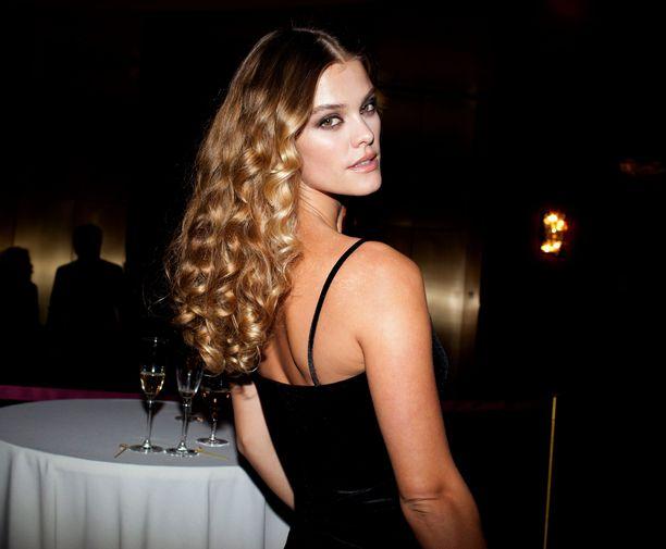 Nina Agdal kertoo suosivansa samppanjaa ja vodkashotteja - kuten myös supermallikollegansa Kate Moss tekee.