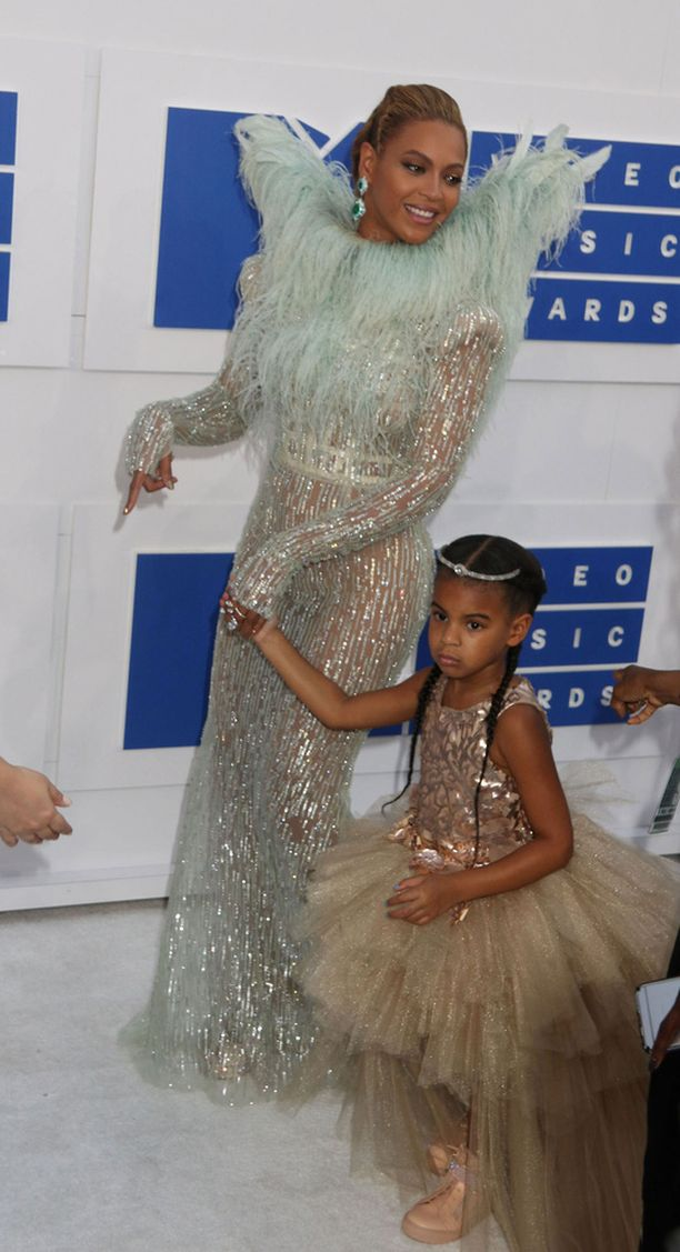 Kesällä 2016 äiti ja tytär edustivat mätsäävissä asuissa MTV Video Awards -gaalassa.