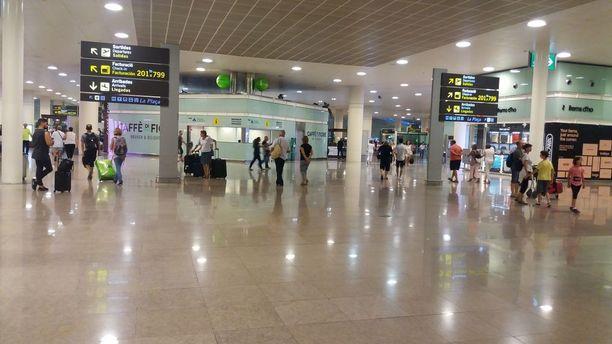 IL Barcelonan lentokentällä: Missä on Katalonian poliisi?