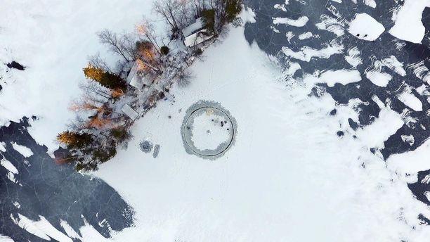 """Jatkossa 12-metrisen """"koeajon"""" sijaan Helsingin edustalla nähdään seuraavan kuukauden sisällä jääkaruselli, jonka halkaisija on 50 metriä."""