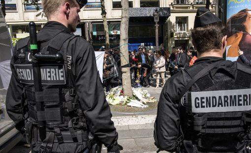 Iskussa sai surmansa yksi poliisi ja kaksi haavoittui. Myös yksi saksalainen nainen loukkaantui luodeista.
