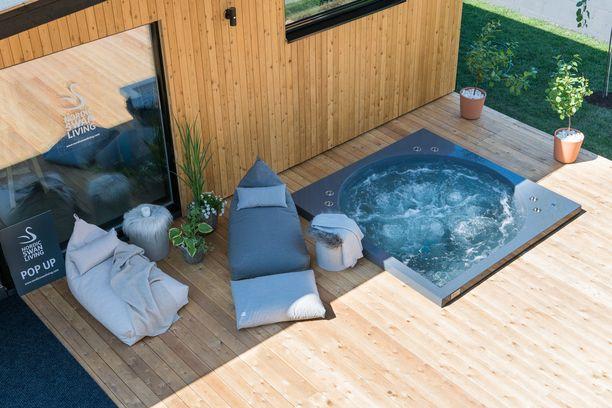 Pehmoiset pyyhkeet, poreet ja lepotuolit kutsuvat rasittuneen työmyyrän rentoutumaan.
