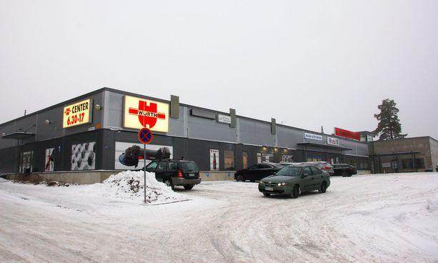 Kirkonkylän koulun oppilaiden väistötilat sijaitsevat Akaanportin Yritystalon toisella puolella.