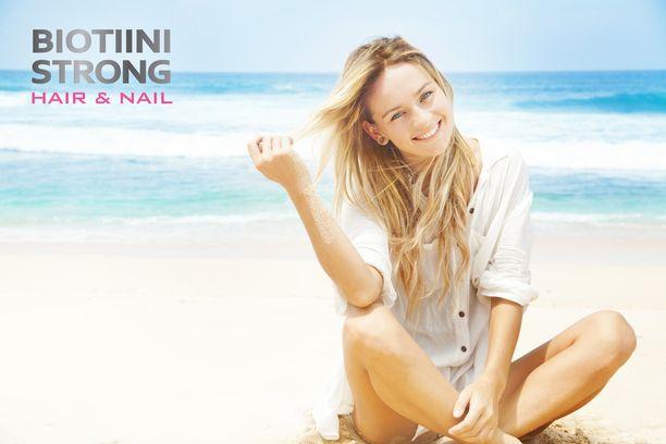 Lisääntynyt auringonvalo ja merivesi altistavat kesällä hiusten uloimmat suomukerrokset kulumiselle.