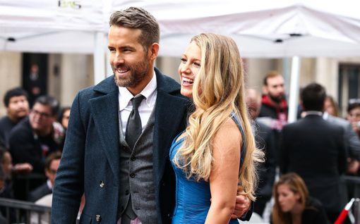 Taylor Swift paljasti Blake Livelyn ja Ryan Reynoldsin tyttären nimen uutuuskappaleellaan