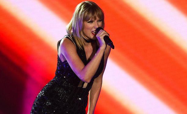 Swift tunnetaan muun muassa kappaleistaan Love Story, You Belong With Me, Mean ja I Knew You Were Trouble.