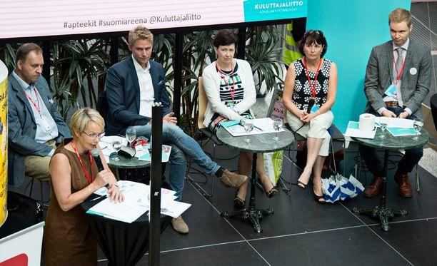 Apteekkikeskustelu kävi kiivaana Porissa.