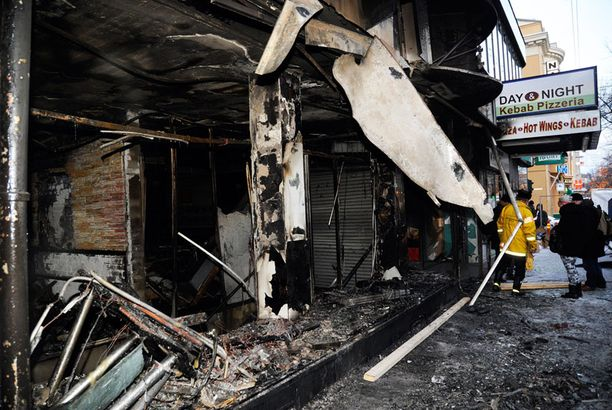 Osa palaneen kiinteistön asukkaista joutuu olemaan evakossa pitkään.