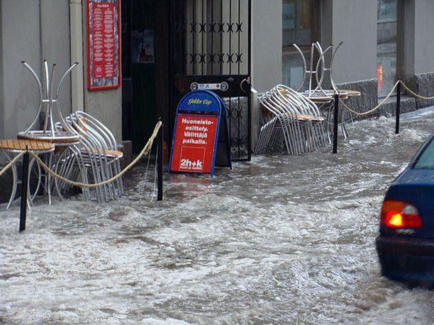 Raju raekuuro iski Tampereelle torstaina.