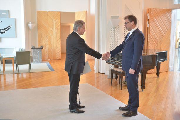 Presidentti Niinistö hyväksyi pääministeri Sipilän ilmoituksen hallituksen erosta Mäntyniemessä.