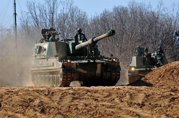 K9-panssarihaupitseja Etelä-Korean ja Yhdysvaltojen yhteisessä sotaharjoituksessa maaliskuussa 2016.