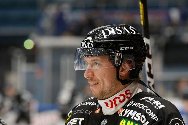 Jussi Jokinen tienasi NHL-urallaan yli 30 miljoonaa dollaria.