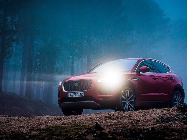 Näyttävän Jaguar E-Pace -katumaasturin voi saada yksityisleasingilla 399 euron kuukausierällä.