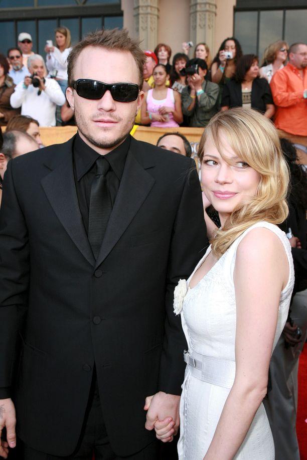 Heath Ledger and Michelle Williams tammikuussa 2006. Ledger ja Williams olivat naimissa ja he saivat tyttären. Liitto päättyi eroon seuraavana vuonna.
