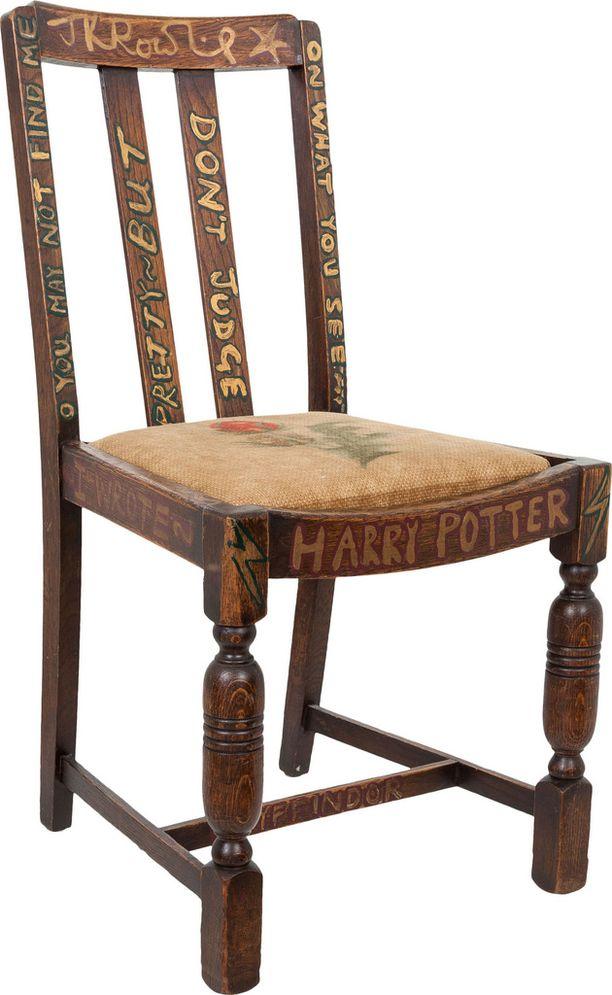 J.K. Rowlingin kirjoitustuoli on huutokaupattu aiemmin jo kahdesti.