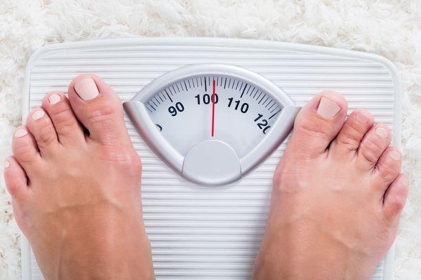 Matala-asteista elimistön tulehdustilaa voi ehkäistä ja hoitaa laihduttamalla ja painonhallinnalla.