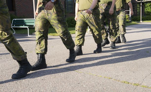 Komentajan epäilläänn lennoston järjestämän harjoituksen yhteydessä käyttäytyneen sotilaalle sopimattomalla tavalla. Kuvituskuva.