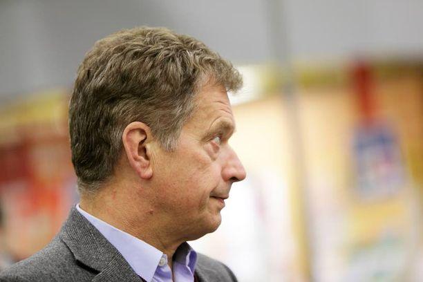 Sauli Niinistö osallistuu Linnan juhliin flunssaisena.