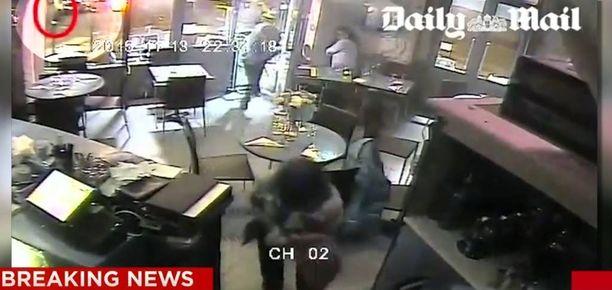 Daily Mail julkaisi tänään videon, jolla näkyvät karmeat tapahtumat pariisilaisravintolasta viime perjantailta.