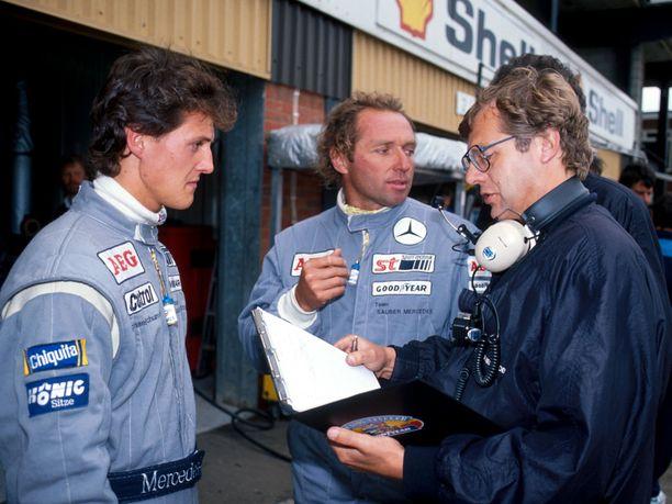 Jochen Mass (keskellä) pelasti Michael Schumacherin selkäsaunalta vuonna 1991 Nürburgringillä.