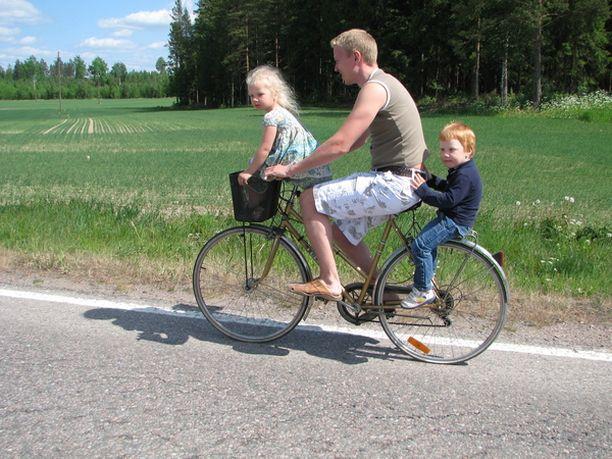 Pyöräretki Ruotsin-serkun kanssa