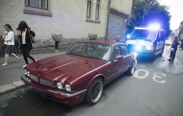 Helsingin keskustassa perjantai-iltana tapahtuneessa yliajossa kuoli yksi ihminen ja loukkaantui neljä.