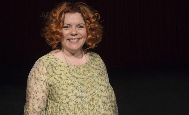 Kiti Kokkonen työskentelee jo kahdeksatta vuotta Suomen Komediateatterin taiteellisena johtajana. Hän on erityisen iloinen uudesta aluevaltauksesta, kun teatterin ohjelmistoa nähdään vielä tänä vuonna Linnanmäen Peacock-teatterissa.