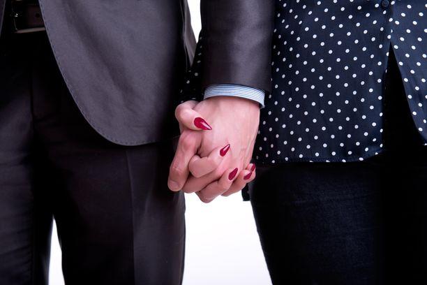 Jopa 75 prosenttia suomalaisista on valmis ryhtymään suhteeseen työkaverin kanssa.