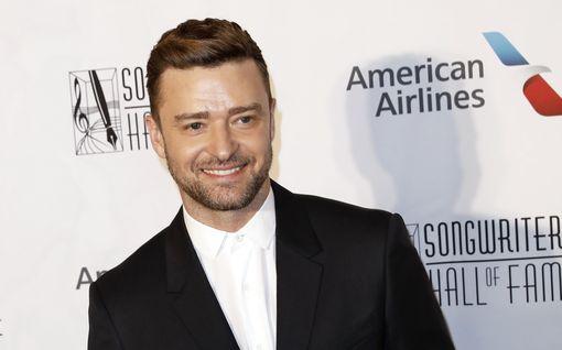 Justin Timberlake lahjoitti vaikeasti vammaiselle pojalle auton