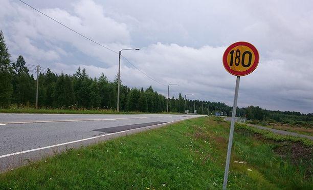 Lukija lähetti Iltalehteen kuvan Etelä-Pohjanmaalta kantatie 66:lla olevasta mielenkiintoisesta liikennemerkistä.