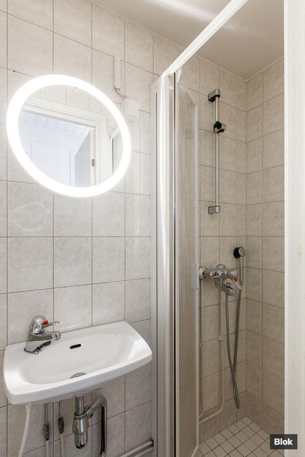 Minikodista löytyy myös suihku.
