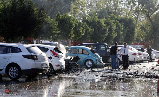 Räjähdys tapahtui parkkeeratun auton sisällä, kertovat paikalliset viranomaiset.