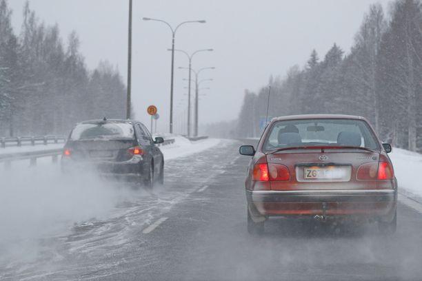Tienpinnat ovat tänään tiistaiaamupäivällä liukkaat Etelä-Suomessa.
