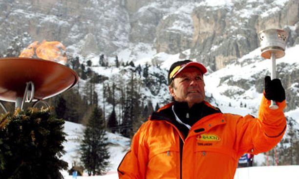 Sailer sytytti olympiatulen Italiassa vuonna 2006.