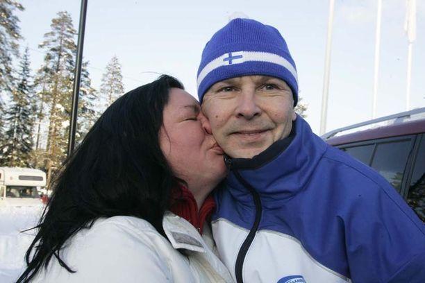 Vuonna 2008 mäkihypyn veteraanien MM-kisoissa Tapolan ja Matti Nykäsen rakkaus näytti kukoistavan.