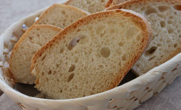 Tuore leipä on ihanaa. Lisukkeissa voi piillä kuitenkin yllättävän paljon suolaa.