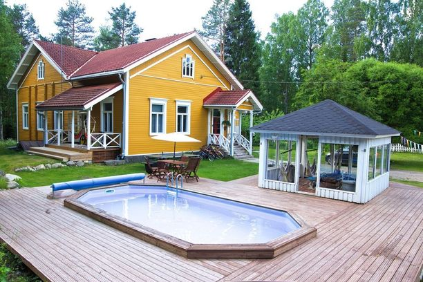 Tämä 111-vuotias jyväskyläläinen talo kiinnosti myös. Entisessä Saukkolan kansakoulussa loppui koulutoiminta 1980-luvulla ja se palveli päiväkotina vuoteen 2009 saakka. Sen jälkeen talo on ollut asumiskäytössä.