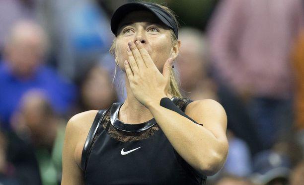 Meldonium-kärynsä sovittanut Maria Sharapova porskuttaa US Openissa.