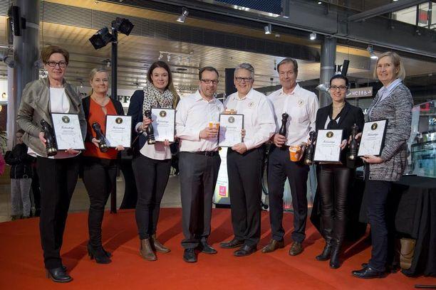 Yhteiskuvassa Kultainen Pippuri -kilpailun sarjojen voittajat.