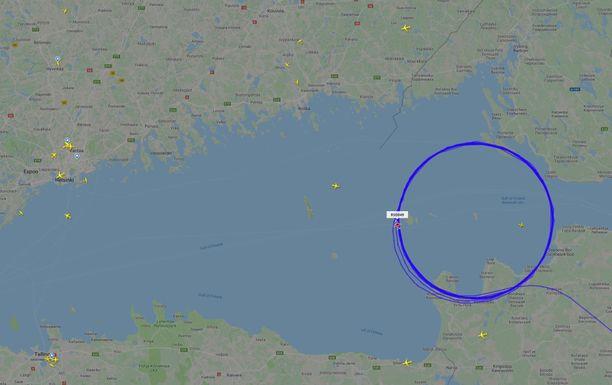 Kuva on otettu, kun kone oli kiertänyt 12 kierrosta ilmassa itäisellä Suomenlahdella.