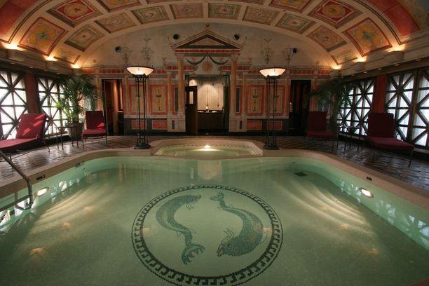 Hotel Principe di Savoian kylpyläosasto on saanut vaikutteita Pompeijista.