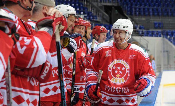 Vladimir Putin nautti jääkiekkonäytöksestä.
