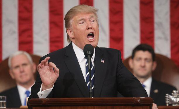 Yhdysvaltain presidentti Donald Trump syyttää Barack Obaman määränneen hänen puhelimensa kuunteluun ennen vaaleja.