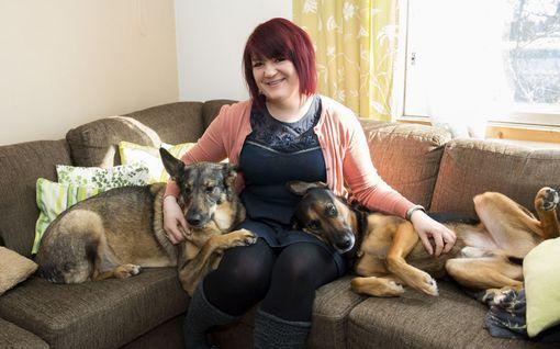 """Roomeo-koira muutti Sallan elämän: """"Ennen koiratarhalla vierailua olin kiinnostunut lähinnä shoppailusta ja punttisalista"""""""