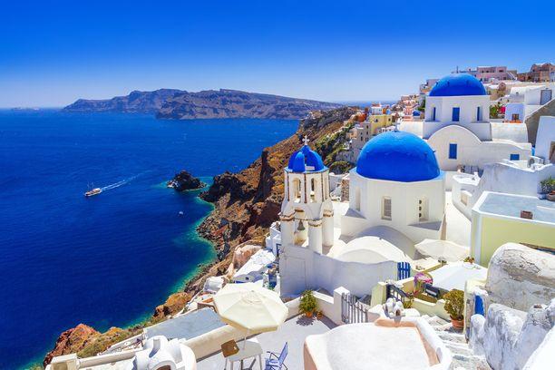 Kreikassa koronatilanne on pysynyt toistaiseksi aisoissa. Maassa oli tiistaina rekisteröity 2 744 tartuntaa ja 152 kuolemantapausta. Kuva on Santorinilta.