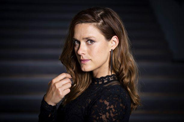 Näyttelijä Krista Kosonen joutui opettelemaan norjaa HBO:n tv-sarjaa varten.