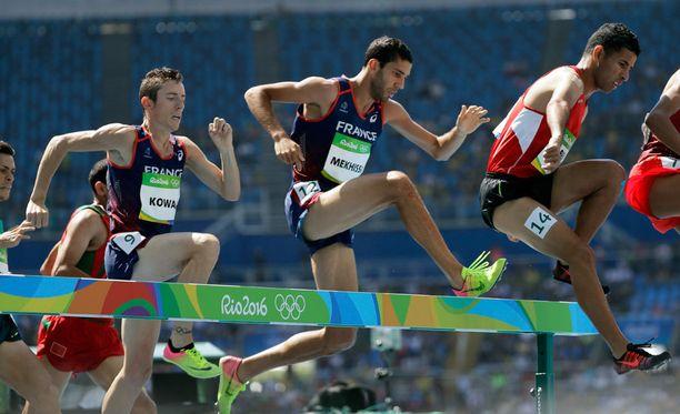 Mahiedine Mekhissi (keskellä) nousi olympiapronssille.