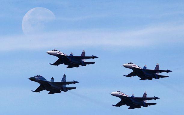 Uutistoimisto Reutersin silminnäkijän mukaan Krimille laskeutui toistakymmentä venäläishävittäjää. Kuvituskuva.