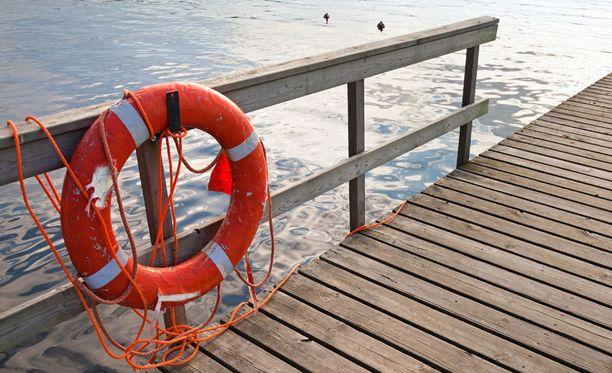 Porin poliisin venepartio poisti viikonloppuna viisi vaarallisesti laiturille jäänyttä päihtynyttä henkilöä.